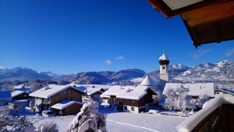 Winter-Kirche-Dorf